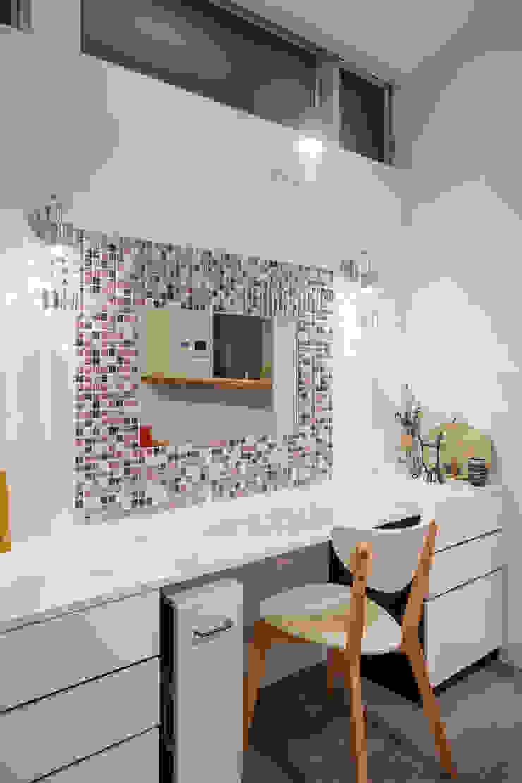 一級建築士事務所アトリエm BathroomMirrors