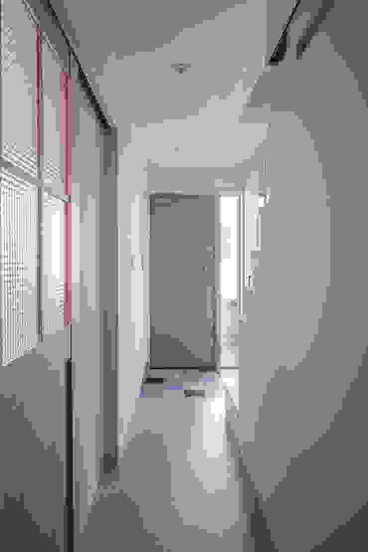 一級建築士事務所アトリエm Scandinavian corridor, hallway & stairs