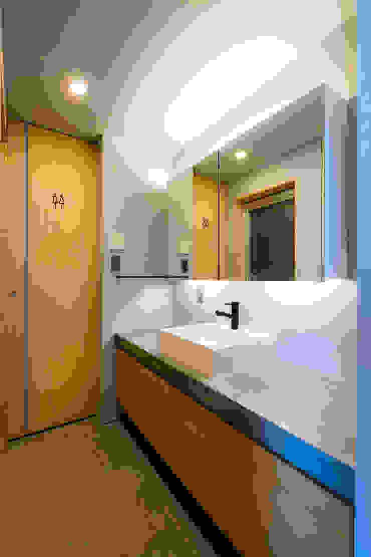 株式会社長野聖二建築設計處 Baños de estilo moderno