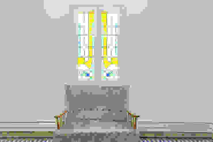Recibidor clásico QR+P arquitectura Ventanas de madera Blanco