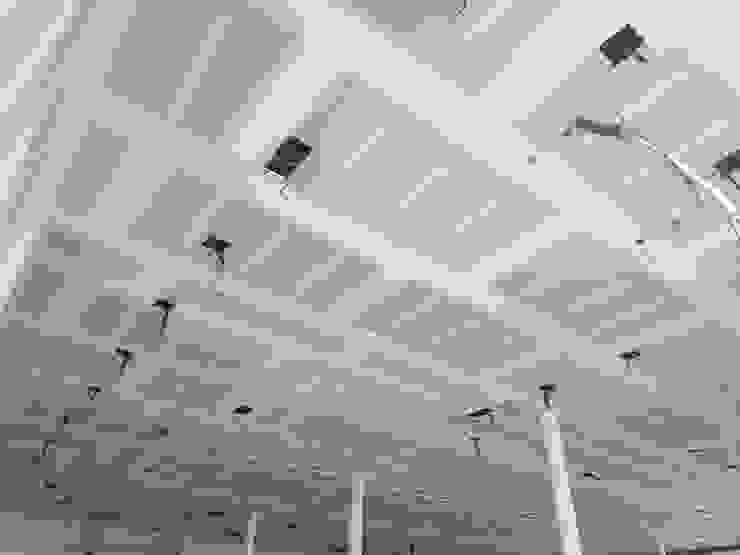 David Mateos García Modern walls & floors White