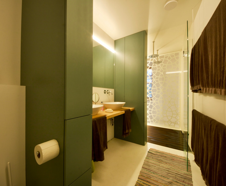 3rdskin architecture gmbh Eclectic style bathroom Multicolored