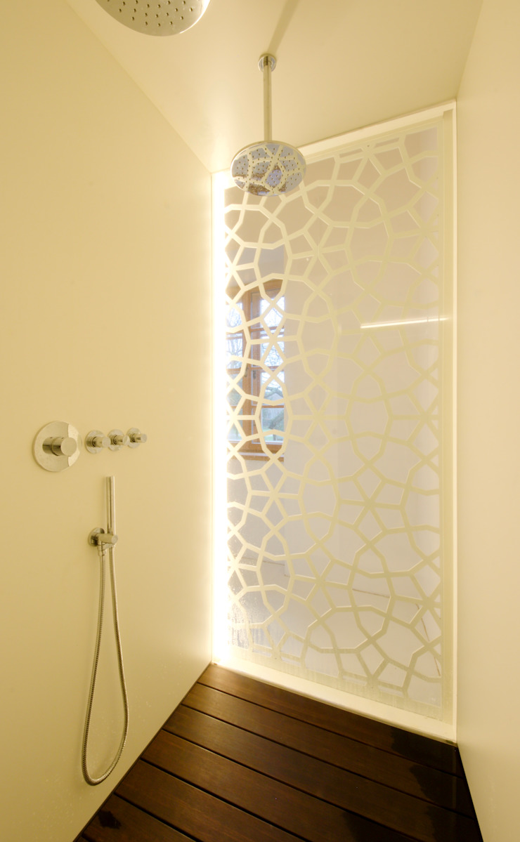 3rdskin architecture gmbh Eclectic style bathroom White