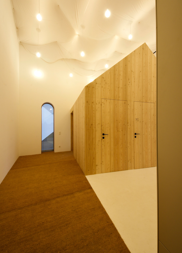 3rdskin architecture gmbh Eclectic style corridor, hallway & stairs