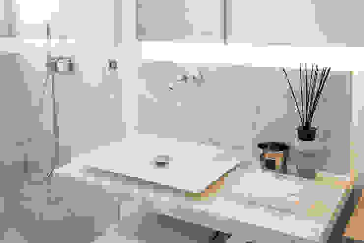 Casas de Banho Atelier Renata Santos Machado Casas de banho modernas Mármore Branco
