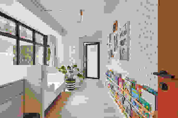 Eightytwo Nursery/kid's room