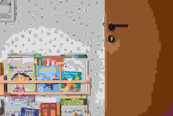 Moh Guan Eightytwo Modern nursery/kids room