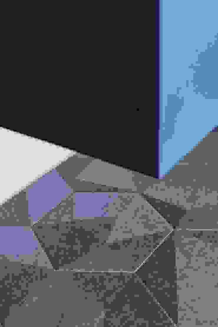 樓中樓 | 玄關櫃 有隅空間規劃所 Scandinavian style corridor, hallway& stairs Tiles Blue