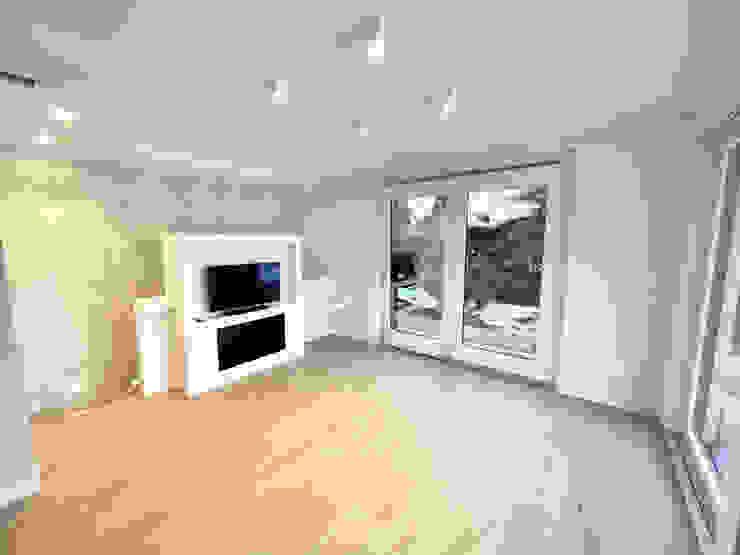 Living Soggiorno moderno di Yome - your tailored home Moderno