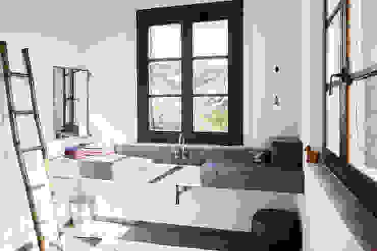 Ulla Schmitt Fotografie Modern style bathrooms