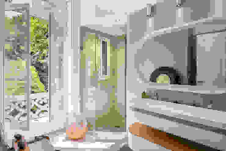 Rénovation d'une maison à Lyon Synesthésies Salle de bain classique