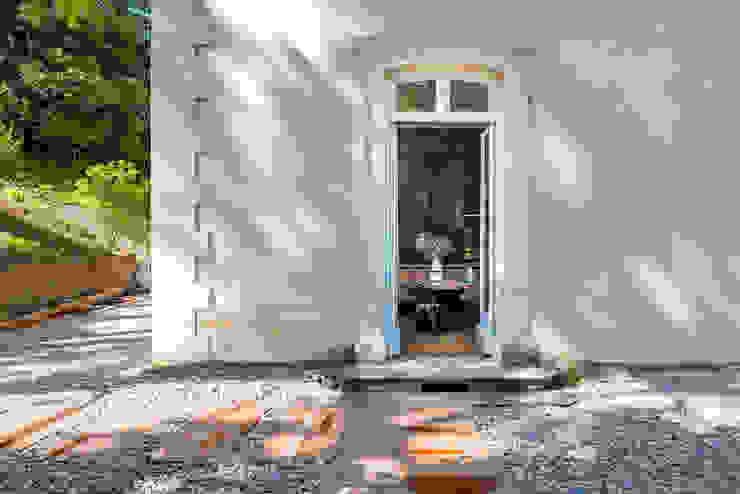 Rénovation d'une maison à Lyon Synesthésies Balcon, Veranda & Terrasse classiques