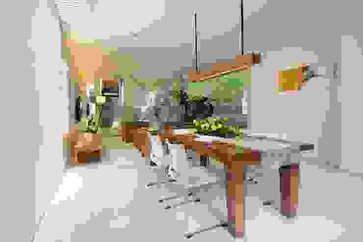 CNR Residence BAMA Ruang Makan Tropis