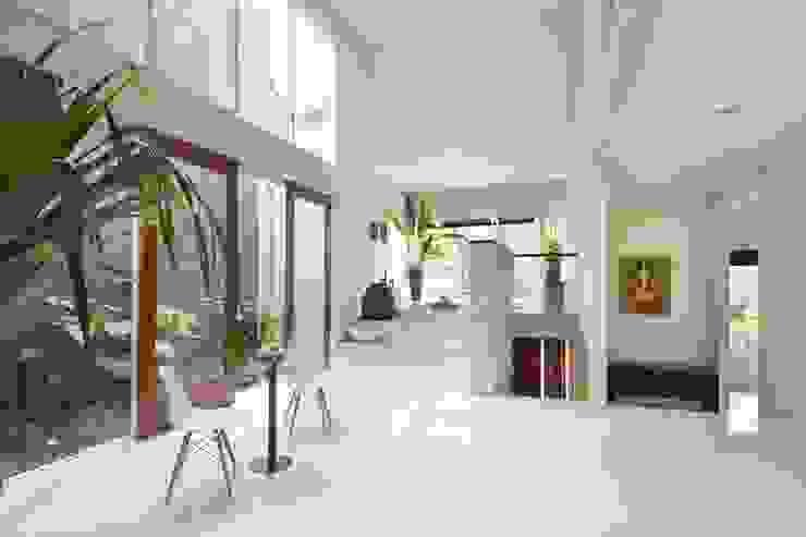 CNR Residence BAMA Ruang Keluarga Tropis