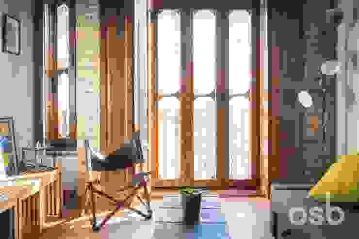 detalles del salón osb arquitectos Salones rústicos de estilo rústico Acabado en madera
