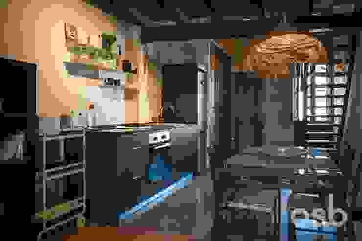 cocina-comedor osb arquitectos Módulos de cocina Negro