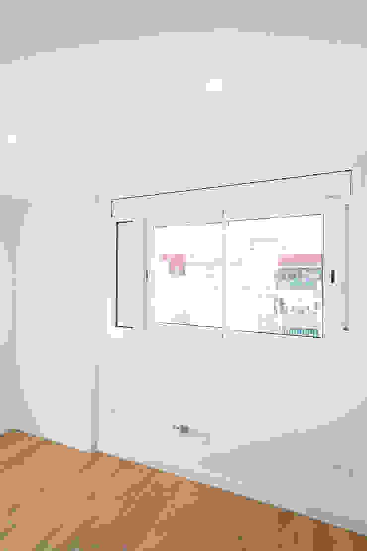 Nueva imagen en los dormitorios Grupo Inventia Cuartos de estilo moderno Concreto Blanco