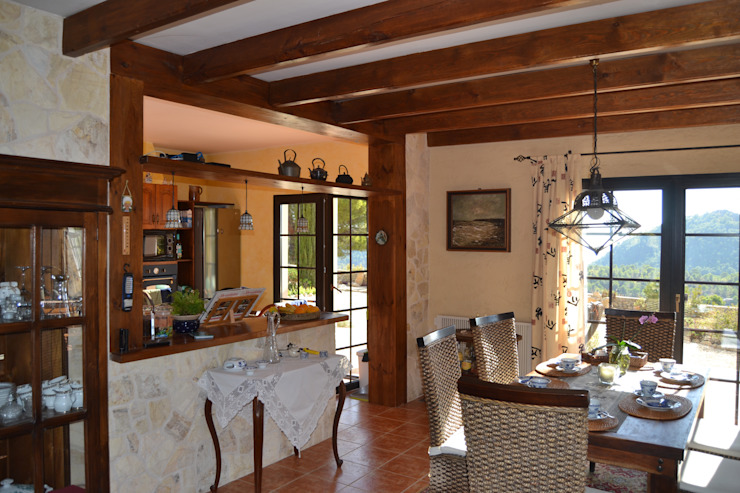 Hemme & Cortell Construcciones S.L. Mediterranean style hotels Beige