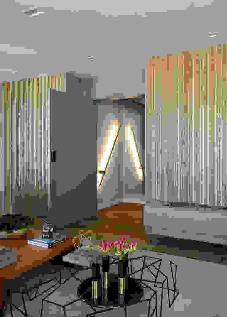 DCC by Next arquitetura Salas de estilo mediterraneo Madera Beige