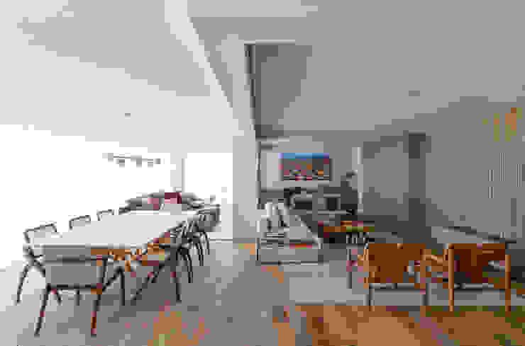 DCC by Next arquitetura Salas de estilo mediterraneo Metálico/Plateado