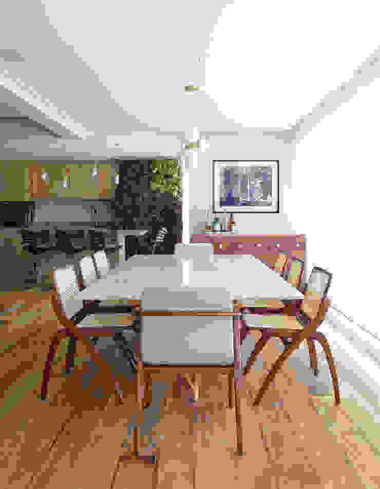 DCC by Next arquitetura Comedores de estilo mediterráneo Gris