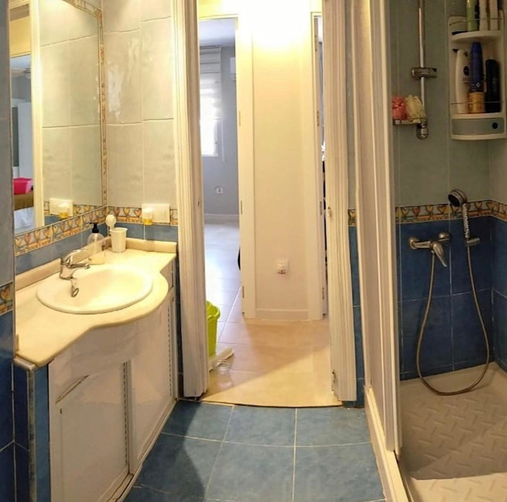 Kouch & Boulé Minimalist bathroom