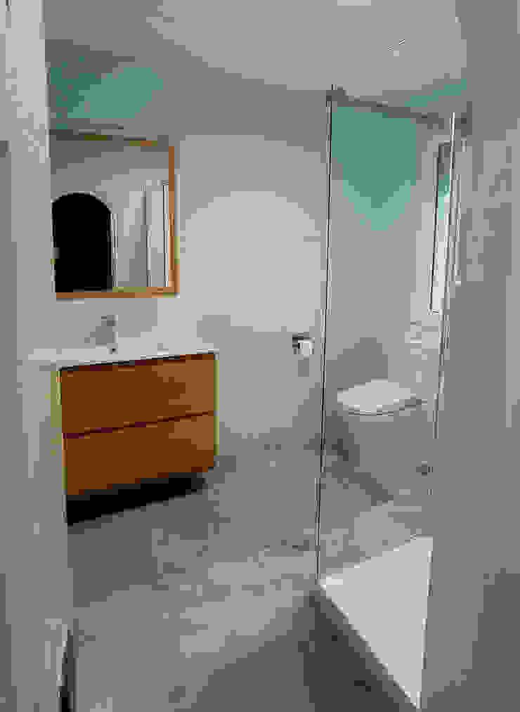 Reforma Integral en Sevilla - Después baño 2 Kouch & Boulé Baños de estilo moderno