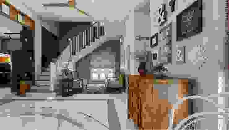 Monnaie Interiors Pvt Ltd Corredor, vestíbulo e escadasAcessórios e decoração Madeira Efeito de madeira