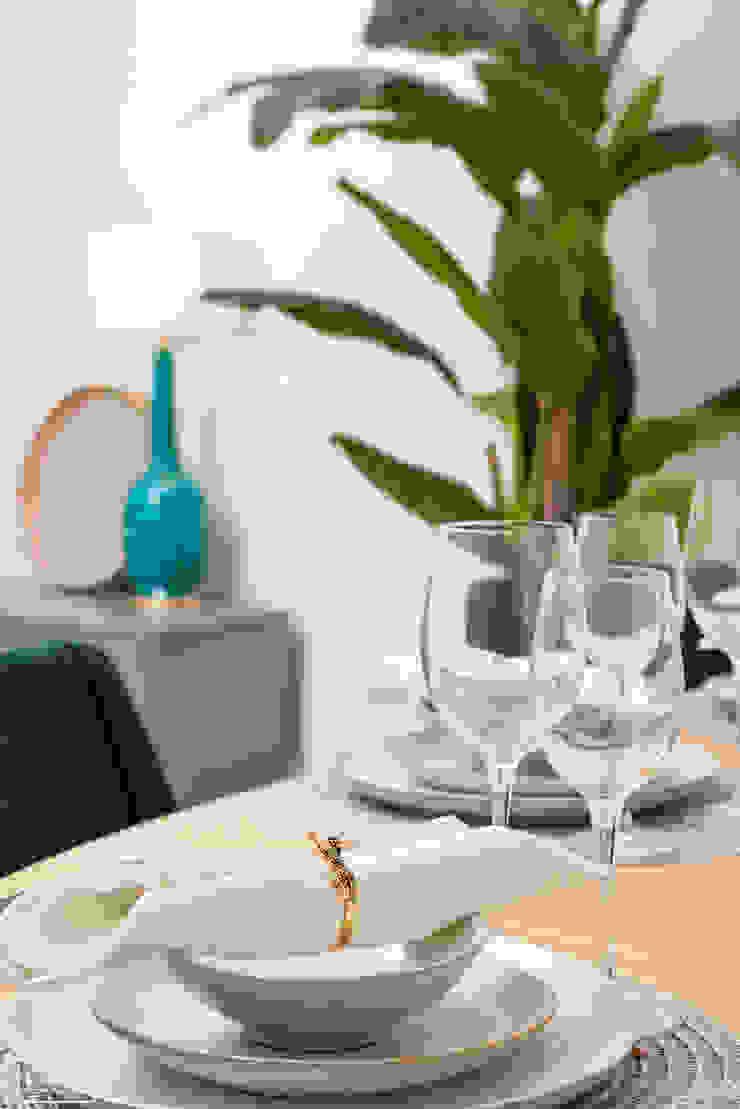 Theunissen Staging y Decoración SL Dining roomAccessories & decoration Kayu Grey