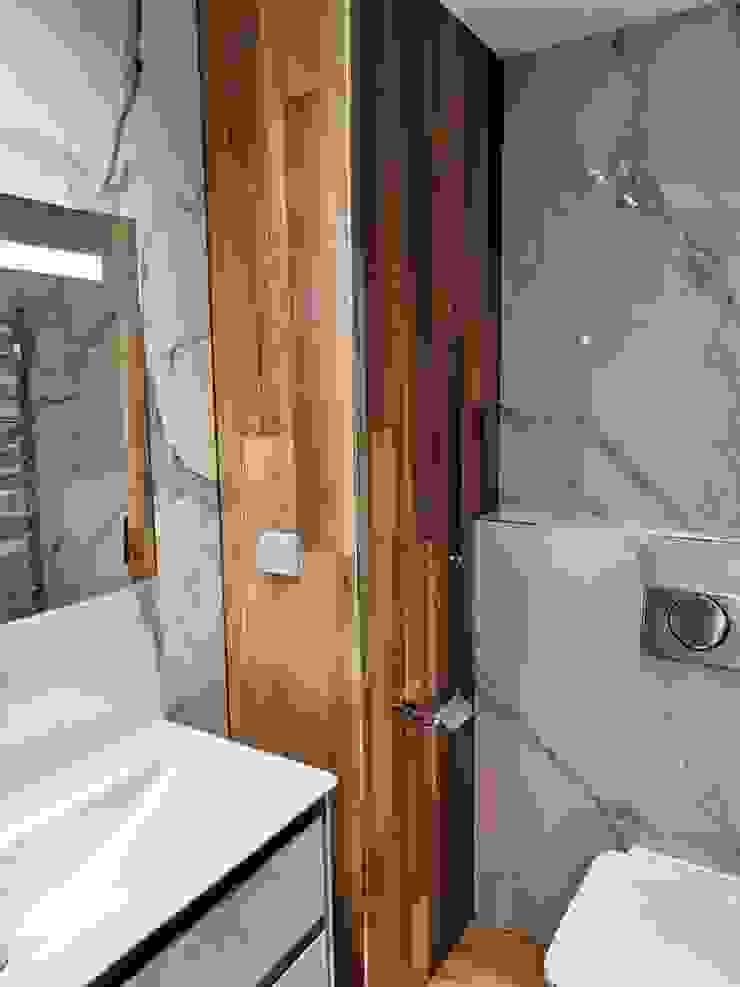 David Mateos García Modern bathroom Tiles Brown