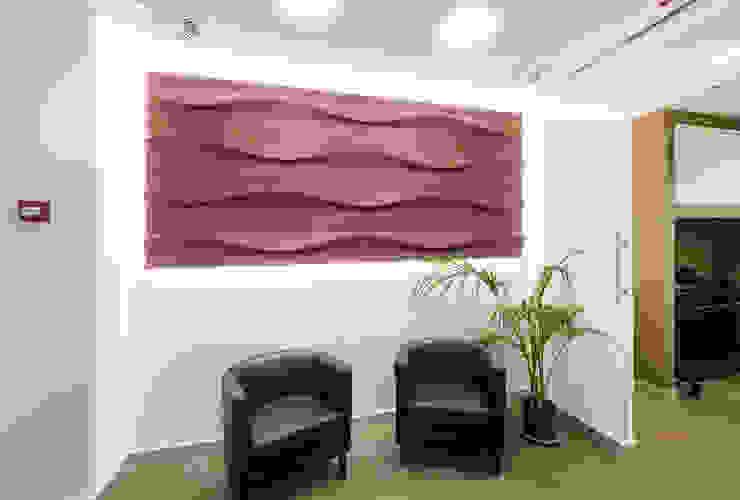 Dettaglio d'arredo per la sala d'attesa FAD Fucine Architettura Design S.r.l. Complesso d'uffici moderni