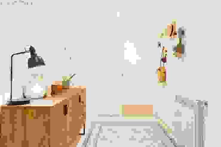 Hall de entrada Lagom studio Corredores, halls e escadas escandinavos Pedra Branco