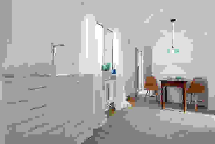 Cornelia Augustin Home Staging カントリーデザインの キッチン