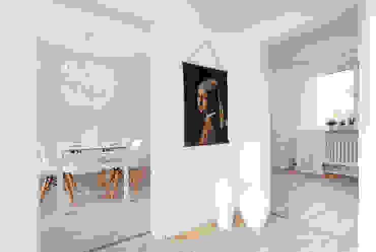 Cornelia Augustin Home Staging カントリースタイルの 玄関&廊下&階段