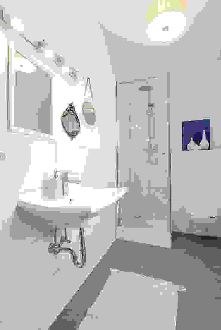 Cornelia Augustin Home Staging カントリースタイルの お風呂・バスルーム