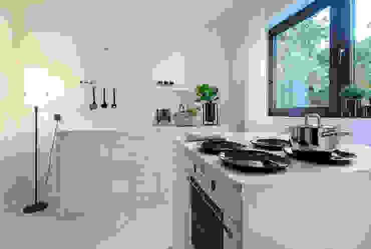 Cornelia Augustin Home Staging Classic style kitchen