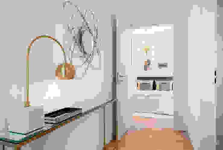 Cornelia Augustin Home Staging Pasillos, vestíbulos y escaleras de estilo moderno