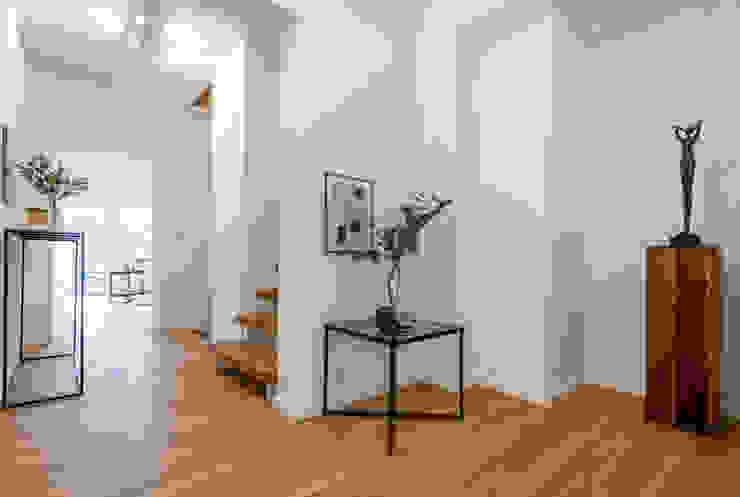 Cornelia Augustin Home Staging Koridor & Tangga Gaya Skandinavia