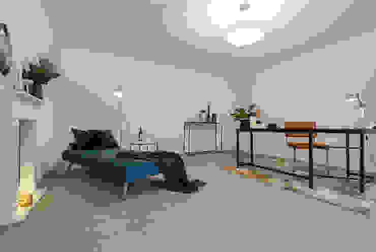 Cornelia Augustin Home Staging Ruang Studi/Kantor Gaya Skandinavia