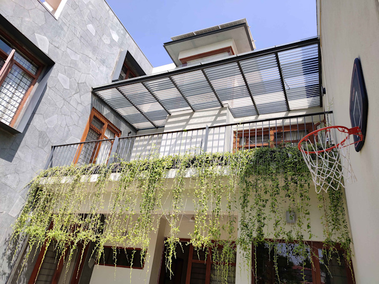 studio XS Balcony