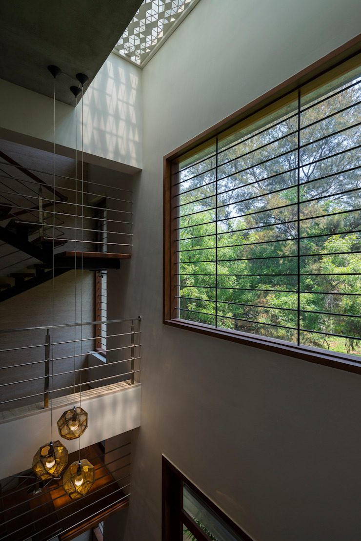 studio XS Modern corridor, hallway & stairs