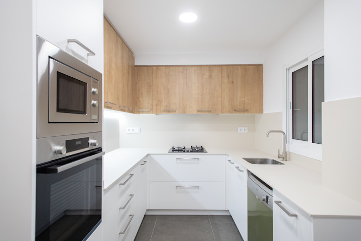 Cocina en U Grupo Inventia Cocinas equipadas Compuestos de madera y plástico Blanco