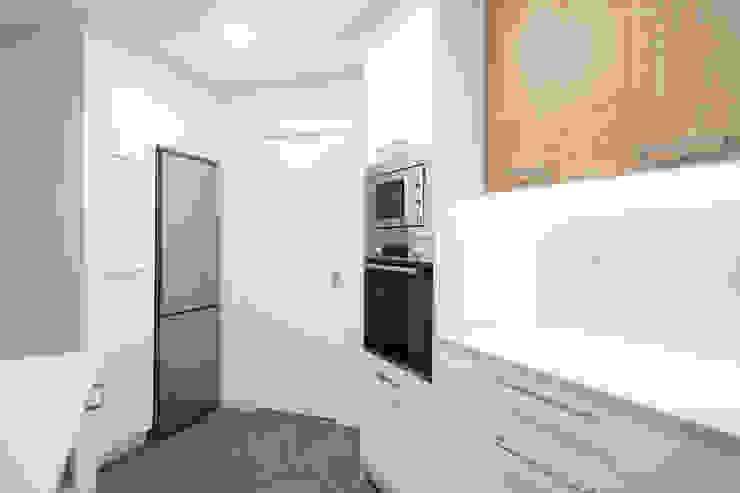 Electrodomésticos integrados Grupo Inventia Cocinas equipadas Compuestos de madera y plástico Blanco