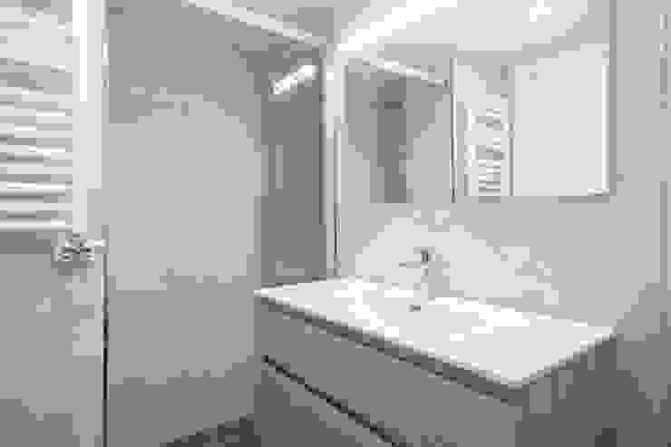 Sanitarios cuarto de baño Grupo Inventia Baños de estilo mediterráneo Azulejos Beige
