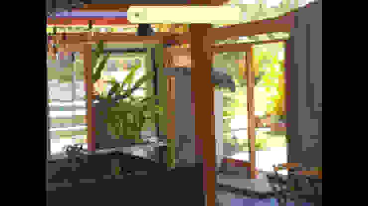 Area comum Lucia Helena Bellini arquitetura e interiores Hotéis tropicais Vidro Multi colorido