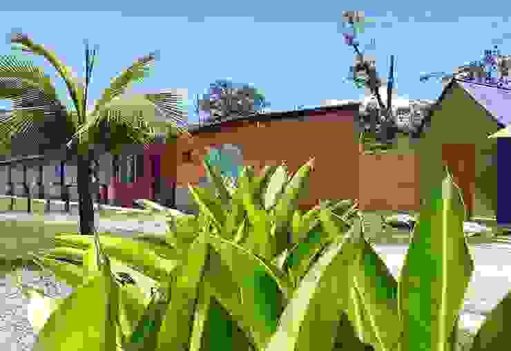 Chalés Lucia Helena Bellini arquitetura e interiores Hotéis tropicais Tijolo Multi colorido
