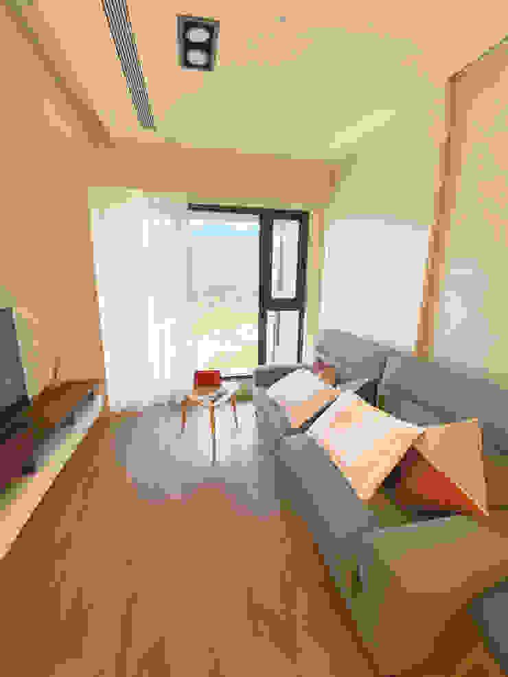 MSBT 幔室布緹 Salas de estilo minimalista Acabado en madera