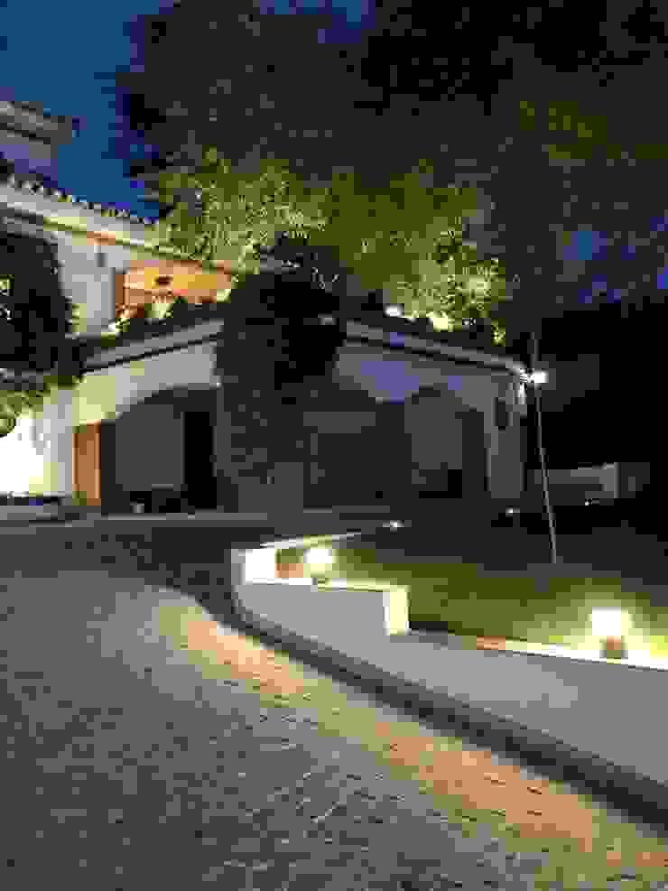 Iluminación pasillo de entrada a vivienda Techluz Iluminación Casas unifamilares