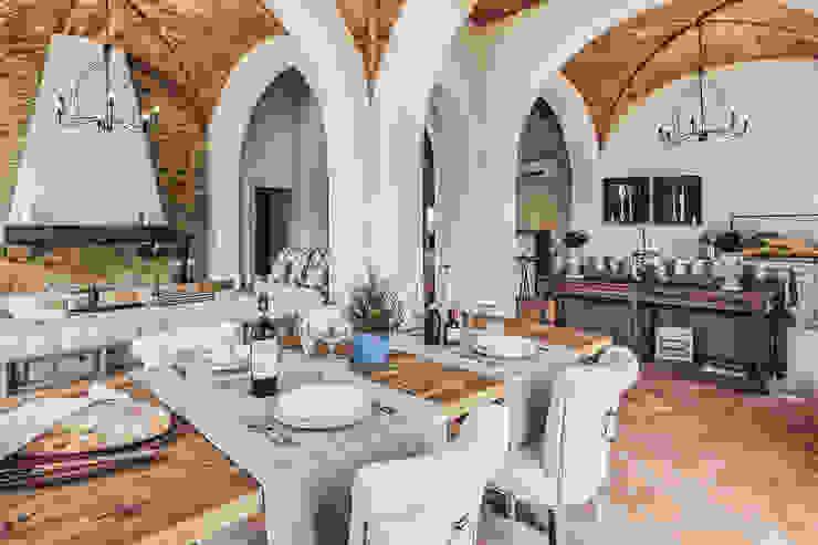 Piano terra soggiorno - pranzo Arch. Alessandra Cipriani Sala da pranzo rurale