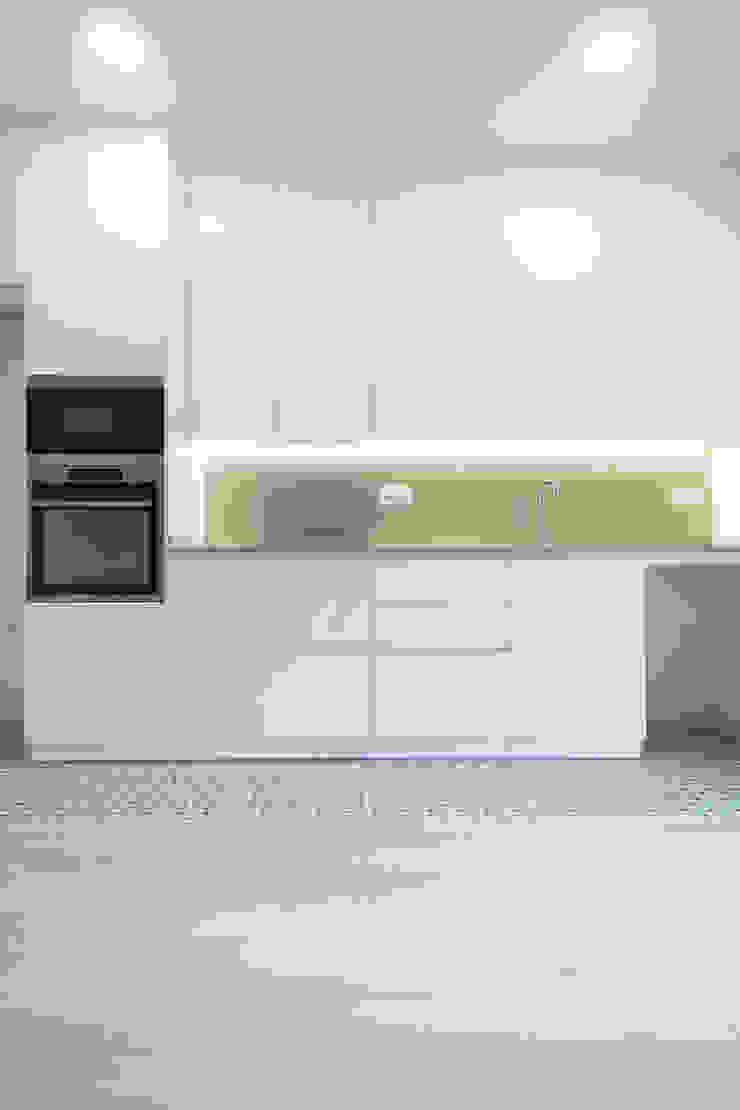 Cocina blanca Grupo Inventia Cocinas equipadas Compuestos de madera y plástico Blanco